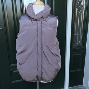 Old Navy Bubble Vest. Ladies Small.